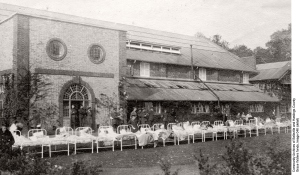Beds outside at Duchess of Connaught Hospital, c.1915